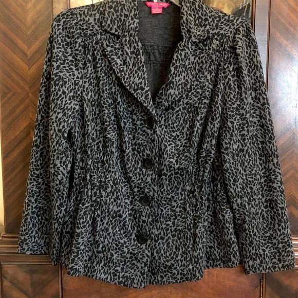 Sunny Leigh Jackets & Blazers - Sunny Lee Grey Leopard Print Jacket
